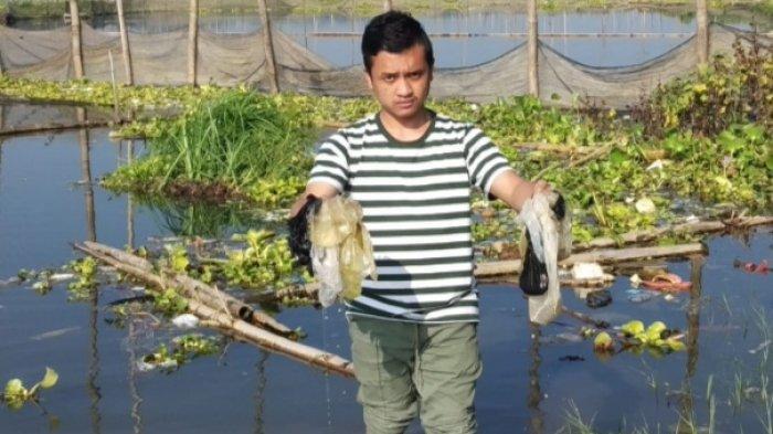 Sampah Plastik Cemari Waduk Karangkates, Kabupaten Malang