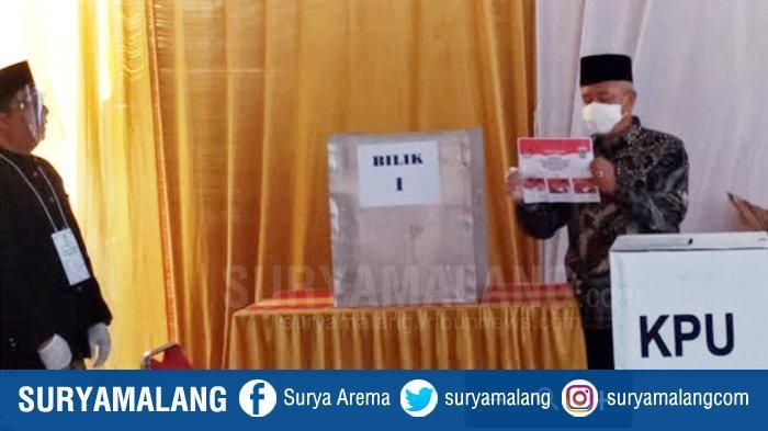 Muhammad Sanusi mencoblos TPS 12, Desa Gondanglegi Kulon, Kabupaten Malang sekira pukul 8:45 WIB.