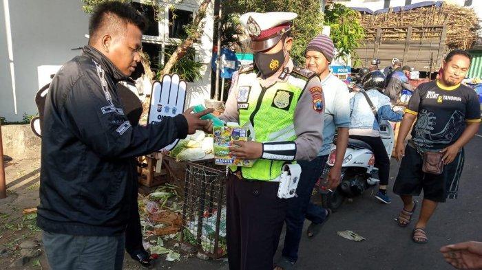 Upaya Memutus Penyebaran Virus Corona, Polresta Malang Kota Sosialisasi Vaksin Covid-19 di Pasar