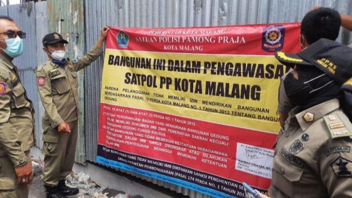 Satpol PP Kota Malang Segel Bangunan Tanpa IMB di Jalan Simpang Borobudur
