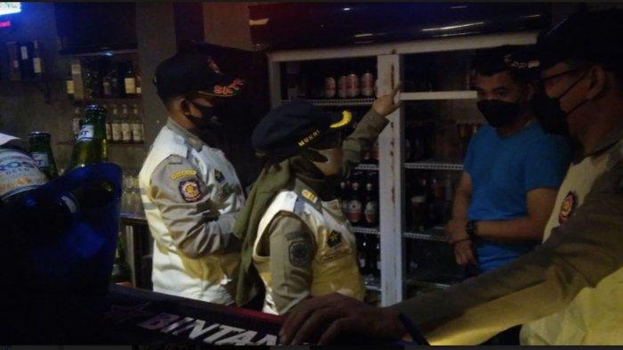 Satpol PP Kota Malang Gelar Operasi Yustisi, Tertibkan Kafe dan Amankan 83 Botol Miras Ilegal