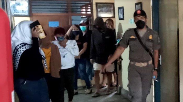 Satpol PP Tulungagung Temukan 9 Pasangan Bukan Suami Istri di Kamar Kos, Ada 1 Cowok Bareng 2 Cewek