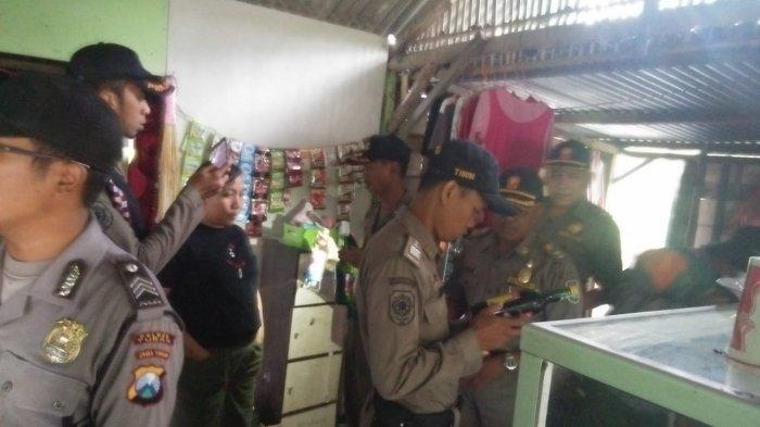 Aparat Gabungan Sita 5 Botol Arak dan 27 Botol Bir dari Dua Warung di Kabupaten Tuban