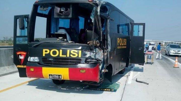 1 Orang Tewas Seusai Bus Polisi Tabrak Truk di Tol Nganjuk-Madiun
