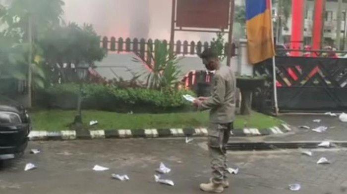 Video Viral Tuntaskan Dualisme Aremania, Kronologi Oknum Lempar Rumah Dinas Wali Kota dengan Kertas