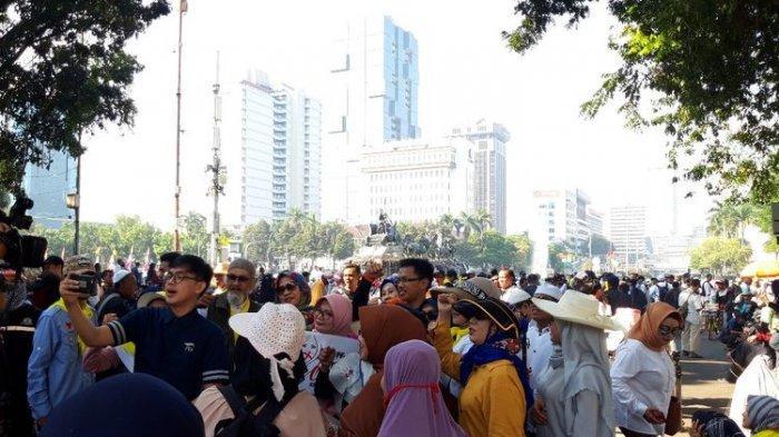 Massa Aksi Mulai Memenuhi Jalan Medan Merdeka Barat, Jelang Putusan PHPU di MK
