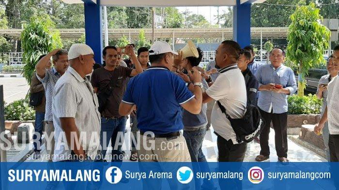 Jadwal Kapal Penyerangan Berubah-ubah, Sejumlah Elemen Warga Pulau Bawean Protes Dishub Gresik