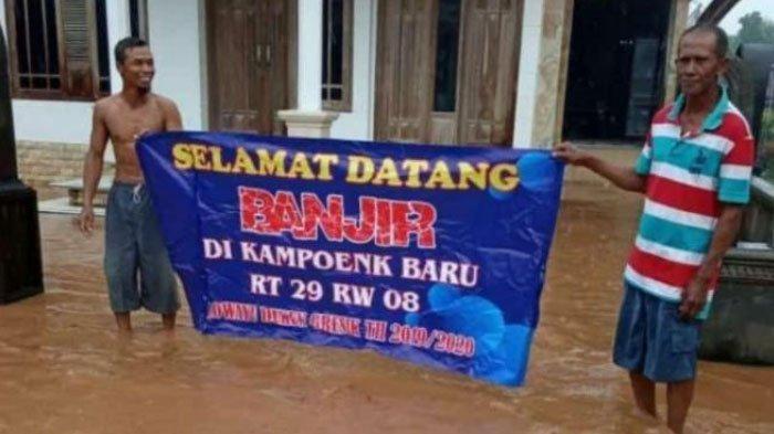 'Selamat Datang Banjir di Kampoenk Baru', Begini Cara Warga Sindir Penanganan Banjir di Gresik