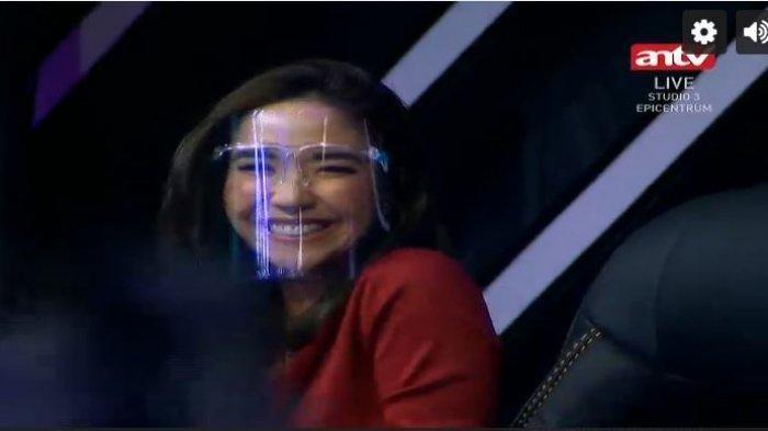 Senyum Gisella Anastasia Usai Diperiksa Selama 10 Jam, Langsung Jadi Juri di Acara TV