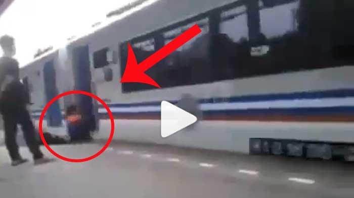 VIDEO - Mengerikan! Detik-detik Petugas Porter Terserempet Kereta Api di Stasiun Jatinegara