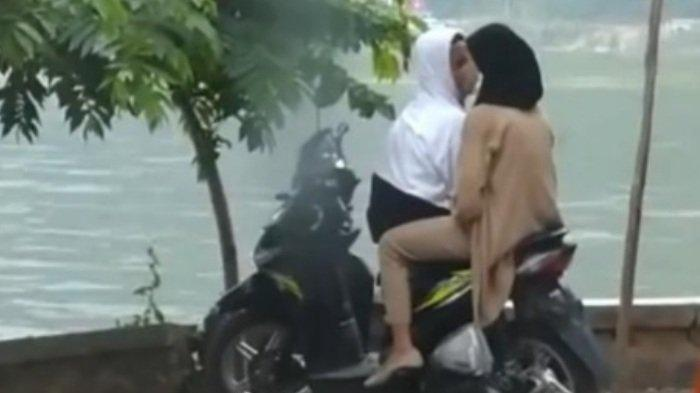 Asyik Bercumbu di Telaga Ngebel Ponorogo, Sepasang Kekasih Tak Sadar Diintai Kamera, Videonya Viral