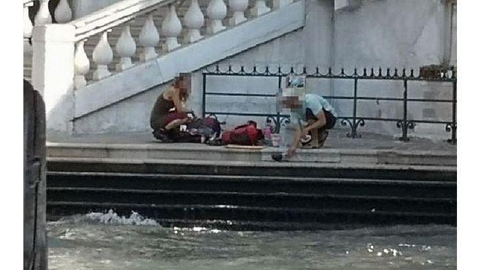 Kepergok Membuat Kopi di Pinggir Jembatan, 2 Turis Ini Diusir & Didenda Rp 14,8 Juta