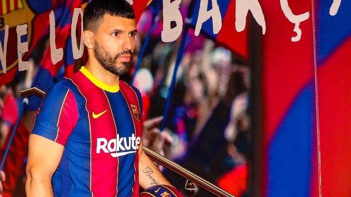 Sergio Aguero saat resmi diperkenalkan sebagai pemain baru Barcelona pada Selasa (1/6/2021) di Stadion Camp Nou, Barcelona.