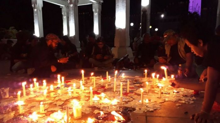 Surabaya Berduka, 1000 Lilin dari Bonek hingga Mahasiswa untuk Korban Bom Gereja Surabaya