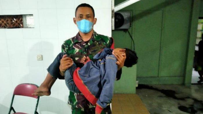 Tiap Hari Tempuh Rute Mojokerto-Gresik Jualan Sate, Bocah 9 Tahun Bingung, Ditolong Anggota Koramil