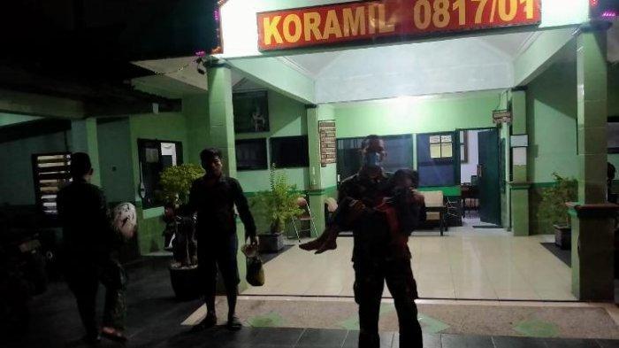 Serma Rudianto menolong bocah 9 tahun penjual sate kol asal Mojokerto di Gresik.