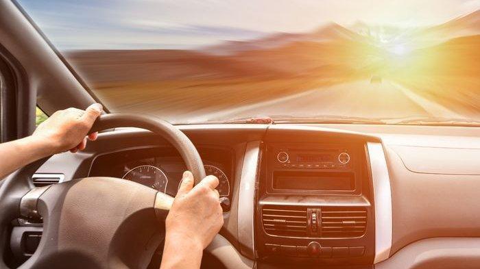 Tips dan Trik Mengemudi, Kendalikan Mobil yang Terseok-Seok Akibat Ban Pecah Mendadak, Hindari Rem !