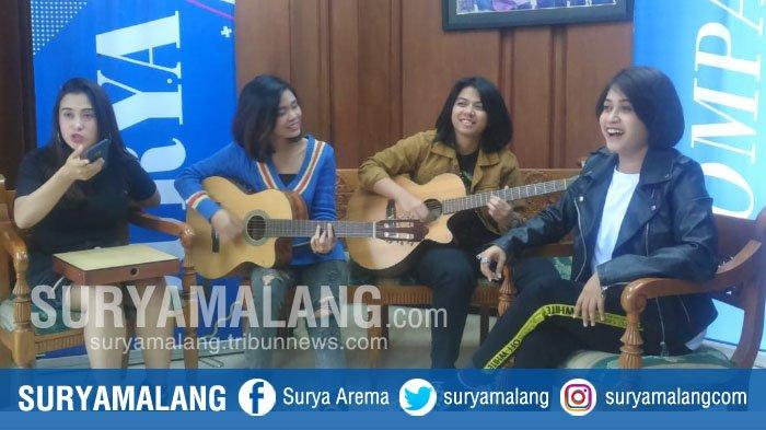 VIDEO : SHIMA Band Nyanyi Lagu 'Di Matamu' Versi Akustik di Kantor Harian Surya Biro Malang