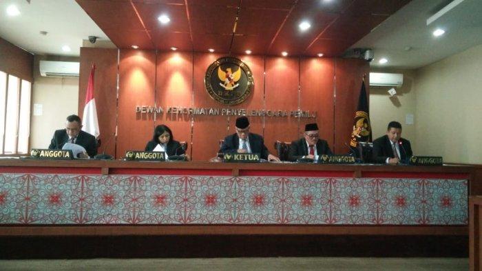 Hadi Margo Tetap Jadi Komisioner Meski Tak Jabat Ketua Bawaslu Surabaya, Pengamat: Lebih Baik Mundur