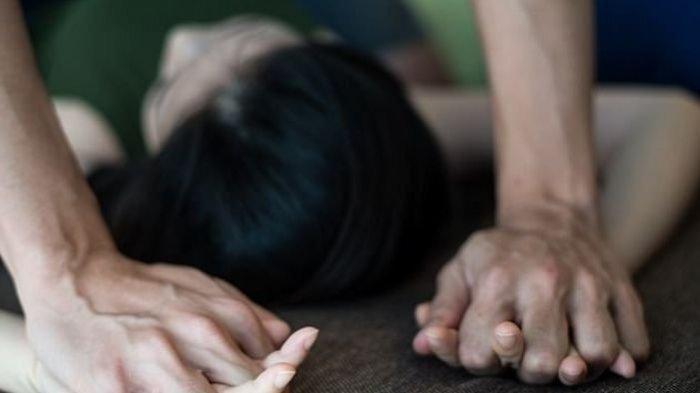 Sikap Santuy Suami saat Melihat Istri Disetubuhi Cowok Lain, Tidak Ada Kemarahan, Malah dapat Untung
