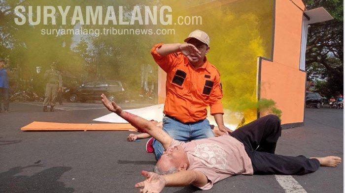 Simulasi Bencana di Kota Malang – Ada Korban Tergeletak di Pinggir Jalan