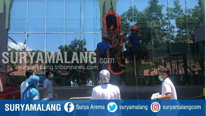 Gelar Simulasi di RSI Unisma, PMK Kota Malang Siapkan SDM untuk Vertical Rescue