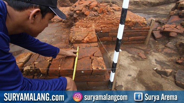 GALERI FOTO - Saat Arkeolog Menyingkap Lapisan Budaya dari Masa 700-800 Tahun Silam di Malang