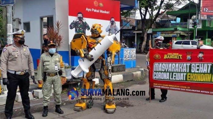 Gandeng Komunitas Cosplay, Polres Malang Gelar Sosialisasi Vaksin Covid-19 di Jalan