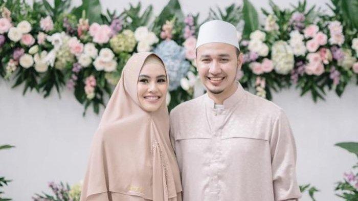 Potret Kartika Putri dan Habib Usman
