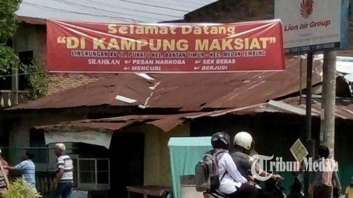 Spanduk Bertulis 'Selamat Datang di Kampung Maksiat' Bikin Heboh