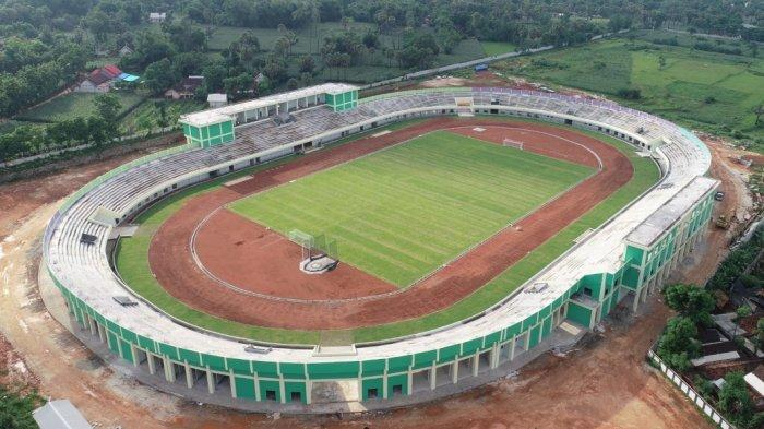 Jelang Porprov, PNS dan Non PNS di Tuban Dikerahkan Mengecat Stadion Bumi Wali