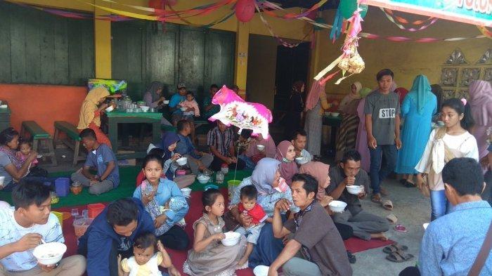 Hari Raya Kupatan, Warga Menikmati Ketupat Gratis Aneka Lauk di Desa Boyolangu Tulungagung