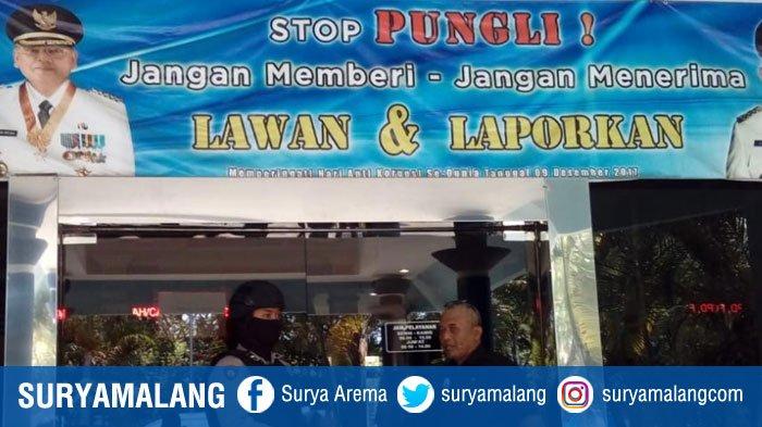 Tim KPK Juga Pelototi Isi Handphone Kepala Dinas Penanaman Modal KabupatenMalang