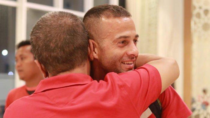 Usai Dirawat di RS Akibat Benturan, Striker Madura United, Aleksandar Rakic Sudah Kembali ke Hotel