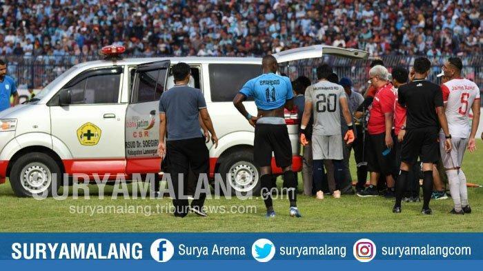 Ini Alasan Dejan Antonic Masuk Lapangan Saat Striker Madura United, Elaksandar Rakic Benturan Keras