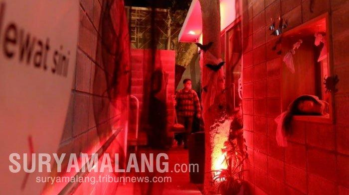 Suasana Horor Tapi Lucu Saat Ngopi Malam Jumat di Jokopi Surabaya