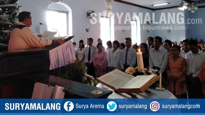 Suasana Misa Natal 2018 di Gereja Kuno Suwaru yang Dibangun Sejak Tahun 1817 di Kabupaten Malang