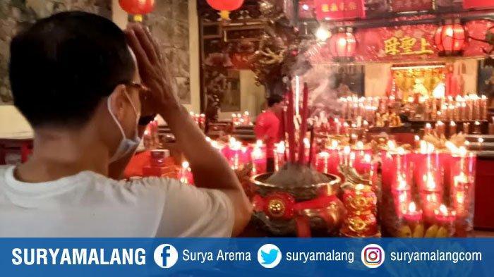Suasana Perayaan Imlek di Kelenteng Tjoe Tik Kiong Tulungagung