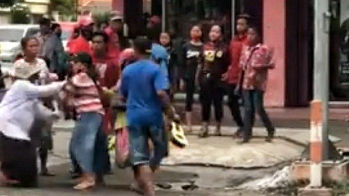 Suasana Mencekam di Mojokerto, Viral Video Adu Jotos Gerombolan Gelandangan dan Pengemis di Jalanan