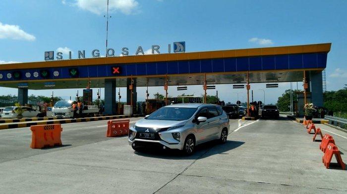 Suasana penyekatan kendaraan di Exit Tol Singosari pada Senin (16/5/2021).
