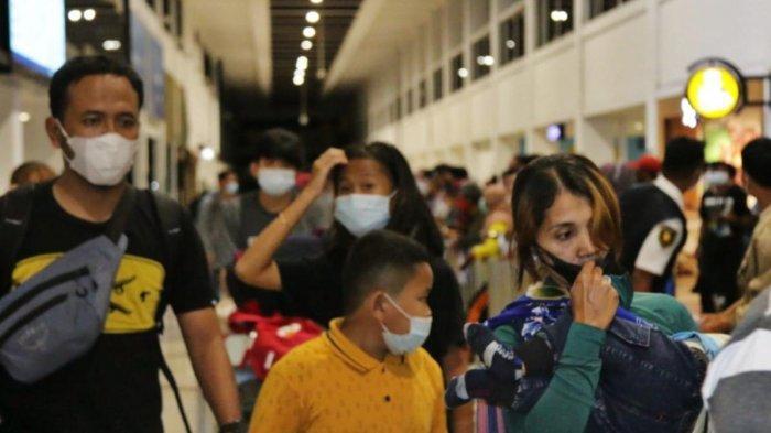 BREAKING NEWS - Curi Start Mudik, Ribuan Orang Padati Bandara Juanda, Penumpang : Saya Pulkam