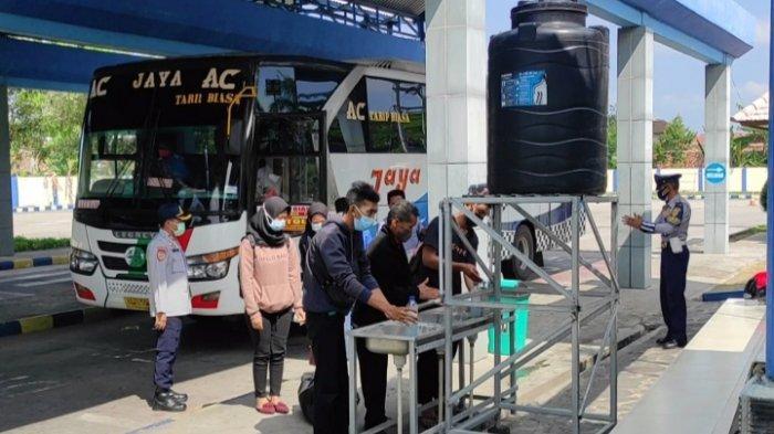 Suasana Terminal Tipe A Seloaji Ponorogo Jelang Hari Raya Idul Adha 2021