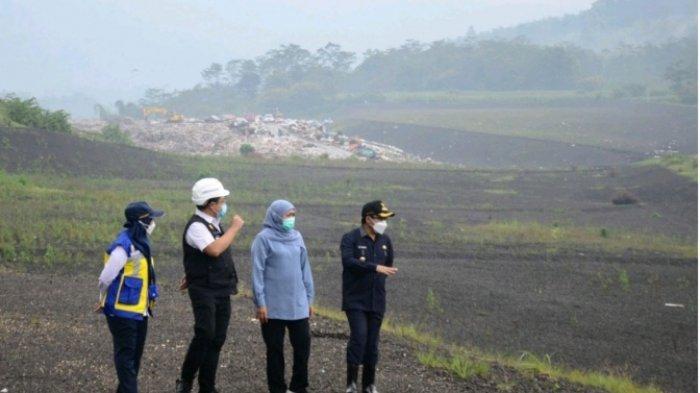 TPA SUPITURANG - Wali Kota Malang, Sutiaji bersama Gubernur Jawa Timur, Khofifah Indar Parawansa saat meninjau TPA Supiturang, Kota Malang.