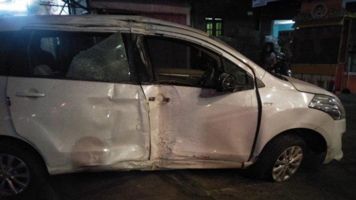 Sopir Ngantuk, Mobil Suzuki Ertiga Tabrak Kios dan Tambal Ban di Jalan S Supriyadi, Kota Malang