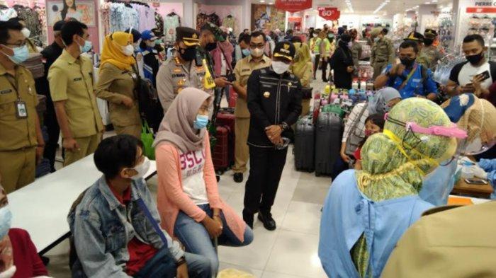 16 Pengunjung Mal di Kota Malang Jalani Swab Test Seusai Forkopimda Lakukan Sidak Protokol Kesehatan