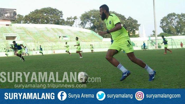 Flavio Beck Junior Jadi Pemain Paling Berbahaya Di BFC, Menurut Striker Arema FC Comvalius