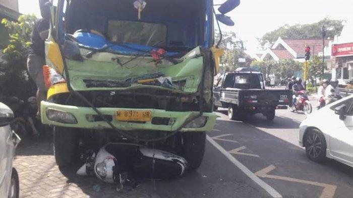 5 Kendaraan Terlibat Tabrakan Beruntun di Tekung Lumajang, Diduga Berawal dari Truk Fuso Rem Blong