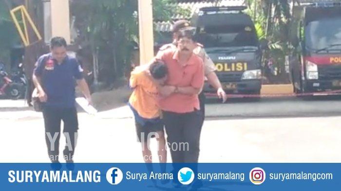 Tahanan Pencuri Handphone Hendak Kabur Saat Digiring Ke Mapolres Jember