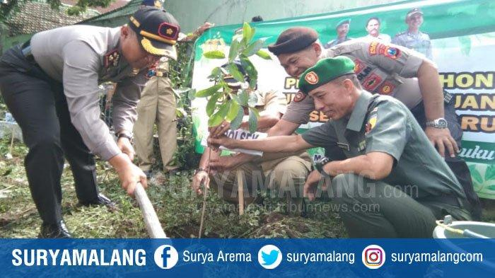 Polisi dan TNI di Kota Malang Tanam Pohon, Salah Satu Upaya Antisipasi Banjir