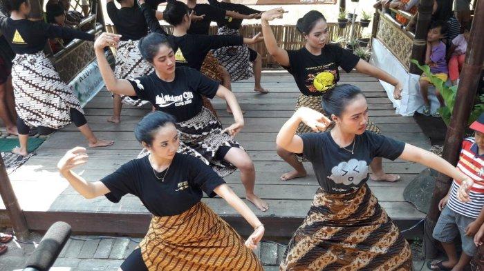 Hari Tari Sedunia, Kampung Budaya Polowijen Persembahkan Ragam Tari Topeng Malang